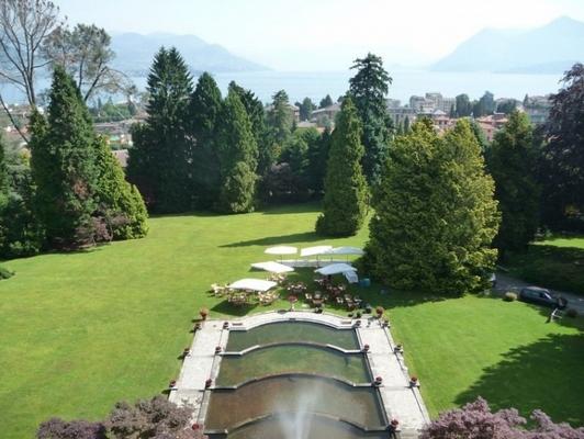 Villa muggia stresa verbano cusio ossola for Cabine spartiacque vista lago fontana