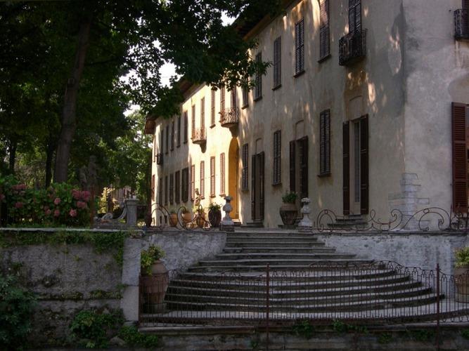 Villa gaia gandini robecco sul naviglio milano for Villas gaia