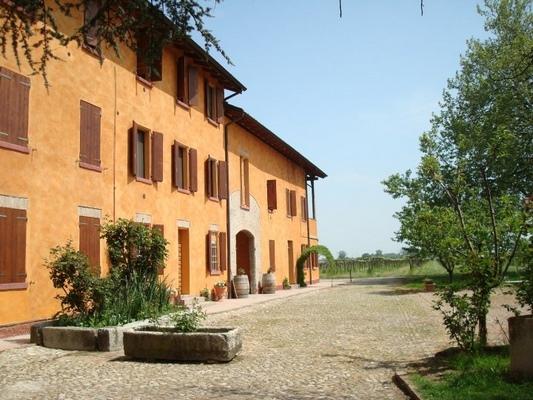 Villa castellazzo reggio emilia - Agriturismo villa bagno ...