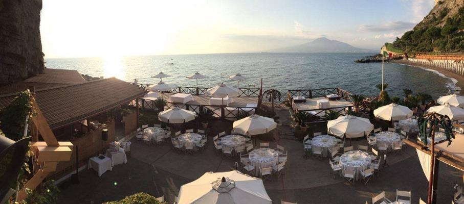 Matrimoni Spiaggia Napoli : Il bikini vico equense napoli