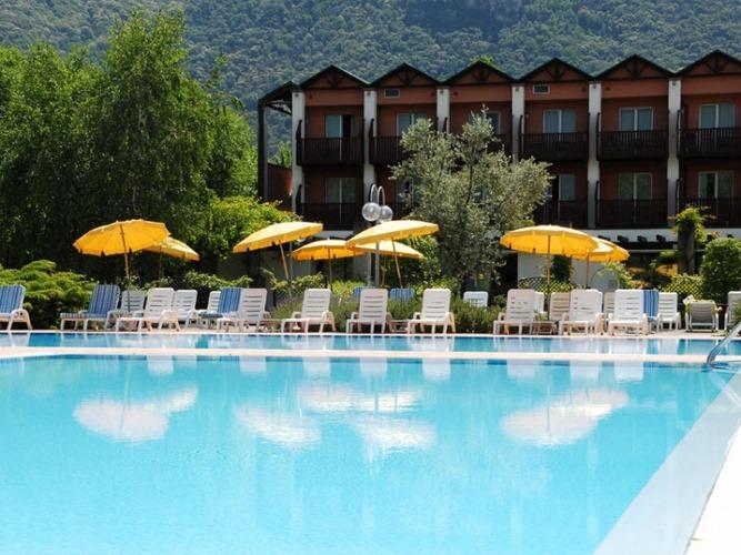 Iseolago hotel iseo brescia - Piscine franciacorta ...