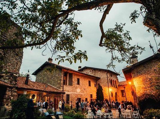 Matrimonio Rustico Lecco : Castello di cernusco lombardone lecco